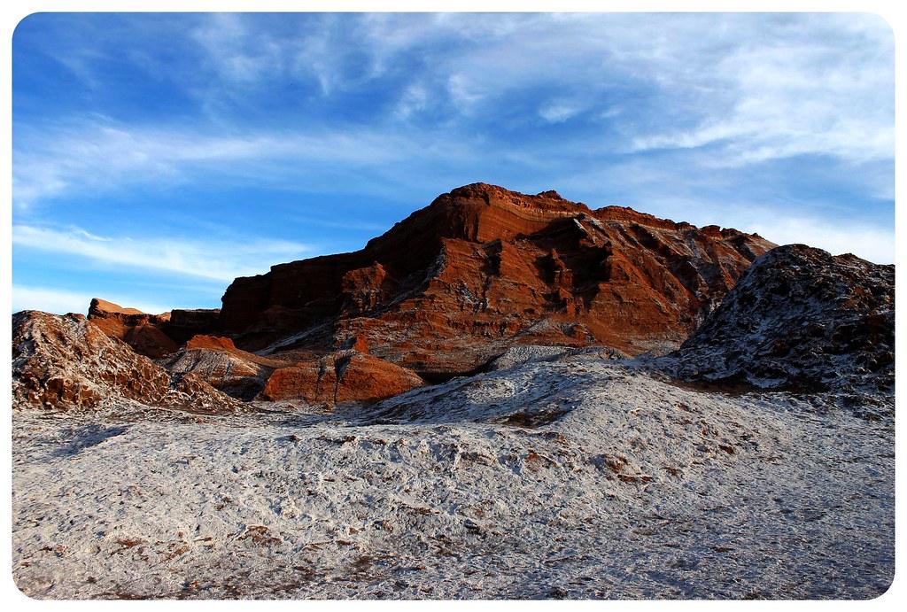 valle de la luna atacama desert saltine rocks