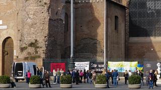 Imagen de Piazza della Repubblica. italy rome protesters flickrandroidapp:filter=none piazzadellarepubblicaromelazioitalië