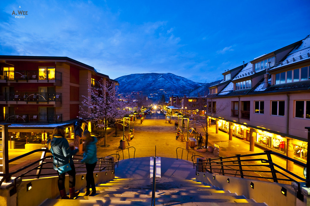 Gondola plaza at night