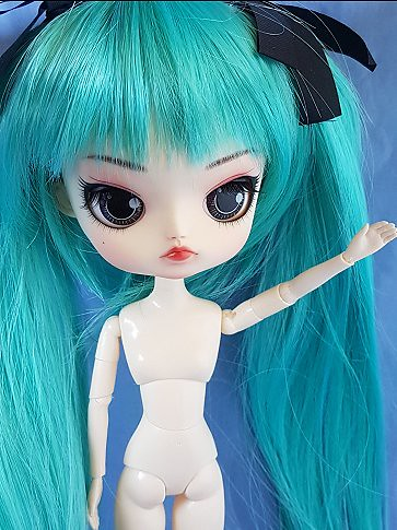 FS Jun Planning Dal Lipoca with Poisongirl faceup. Located in Melbourne Australia.  $300USD, shipping extra. Includes full naked doll plus black/red wig.