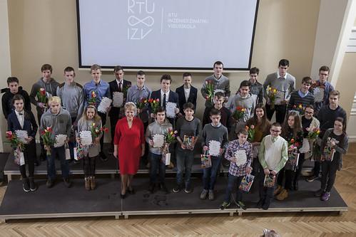 RTU Inženierzinātņu vidusskolā apbalvoti olimpiādes un konkursu uzvarētāji