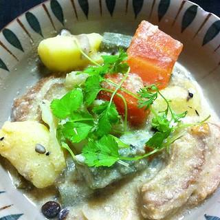 ゲーン・ガリー(タイのイエローカレー) 自家製パクチーを添えて #dinner
