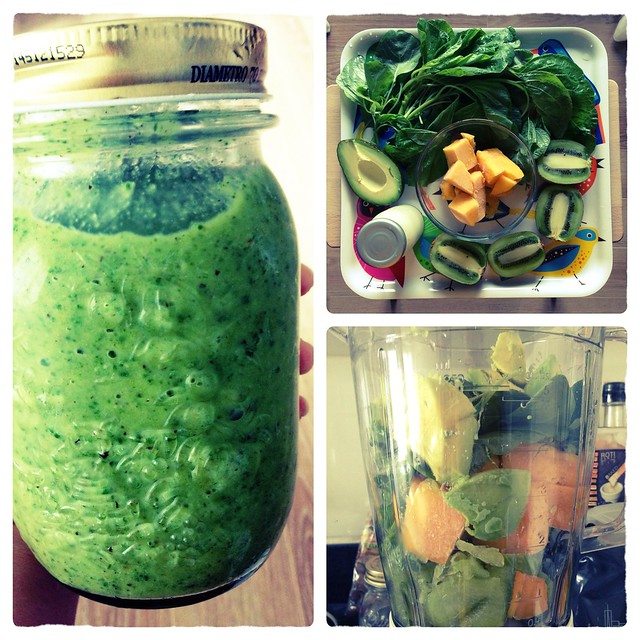Day 2 : Chinese Spinach + Frozen Mango + Kiwi + Avocado + Almond Milk