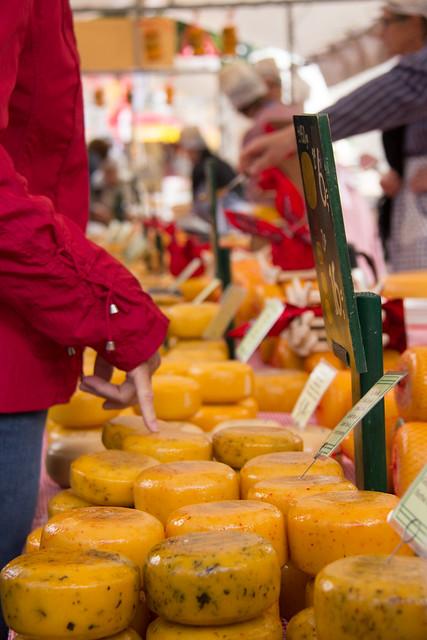 alkmaar cheese stalls