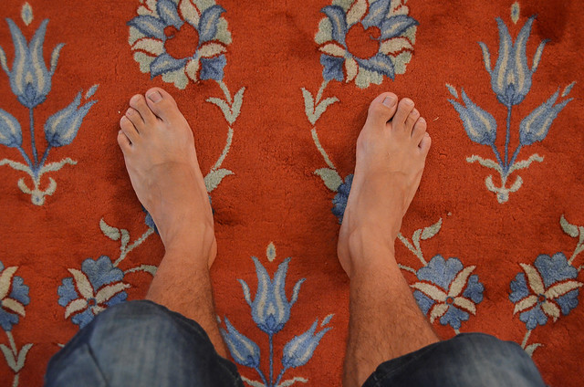 Pies descalzos para entrar a las mezquitas