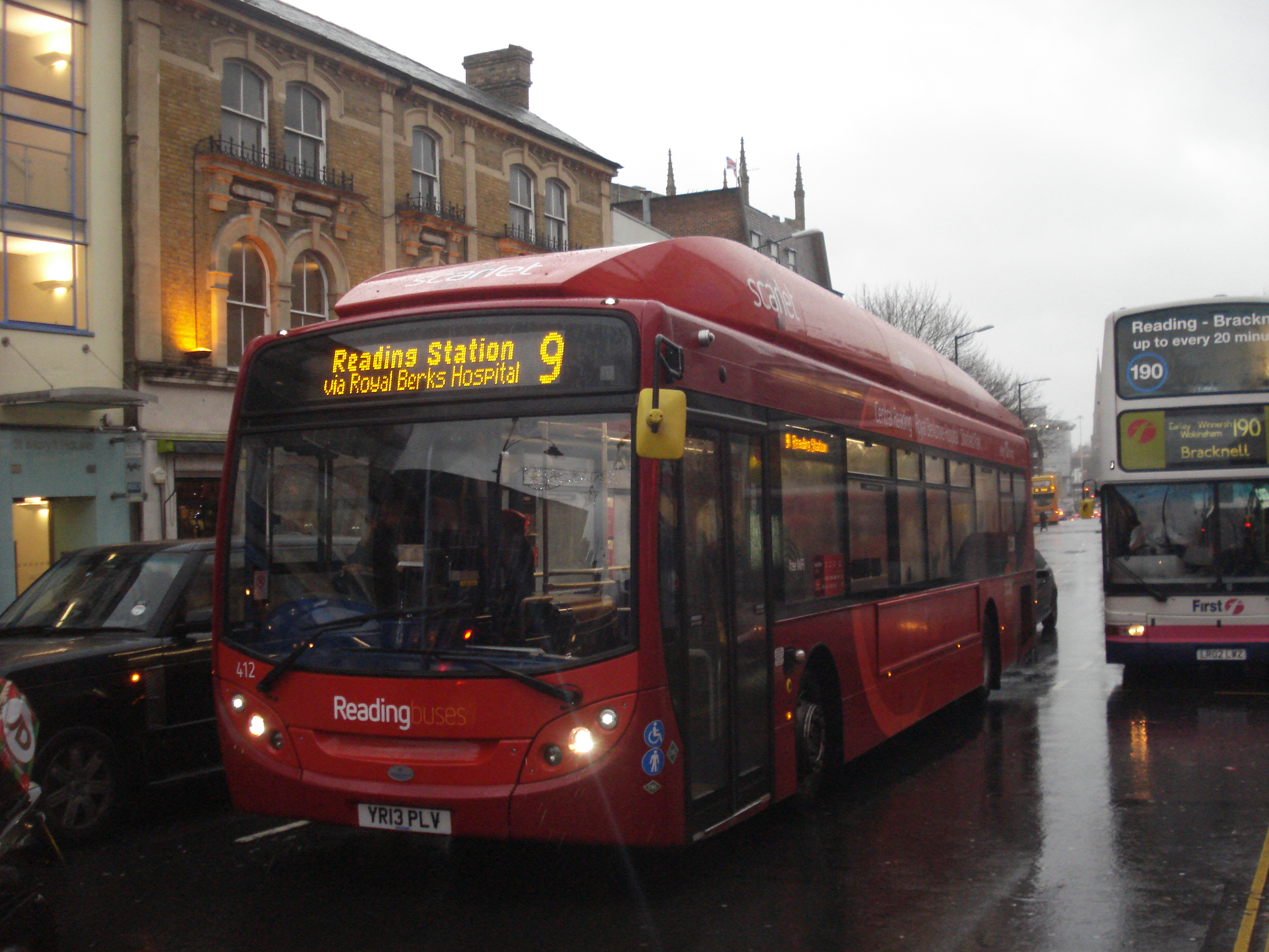 Reading Buses 412 on Scarlet 9, Reading/St Mary Butts