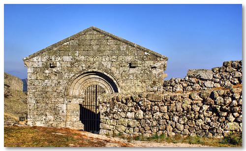 Ruínas da capela de S. Miguel by VRfoto