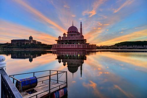 lake reflection night sunrise mirror nikon minaret mosque rays putrajaya hdr masjid putra mesjid musolla putramosque masjidputra ariefrasa pwpartlycloudy musallla