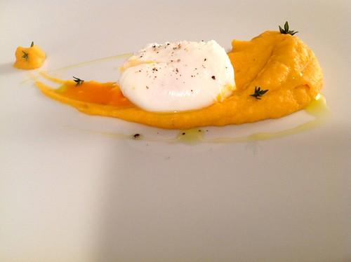 Süsskartoffel-Püree mit pochiertem Ei
