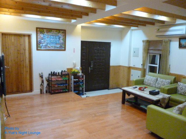 3西班牙風寬大舒適客廳 2