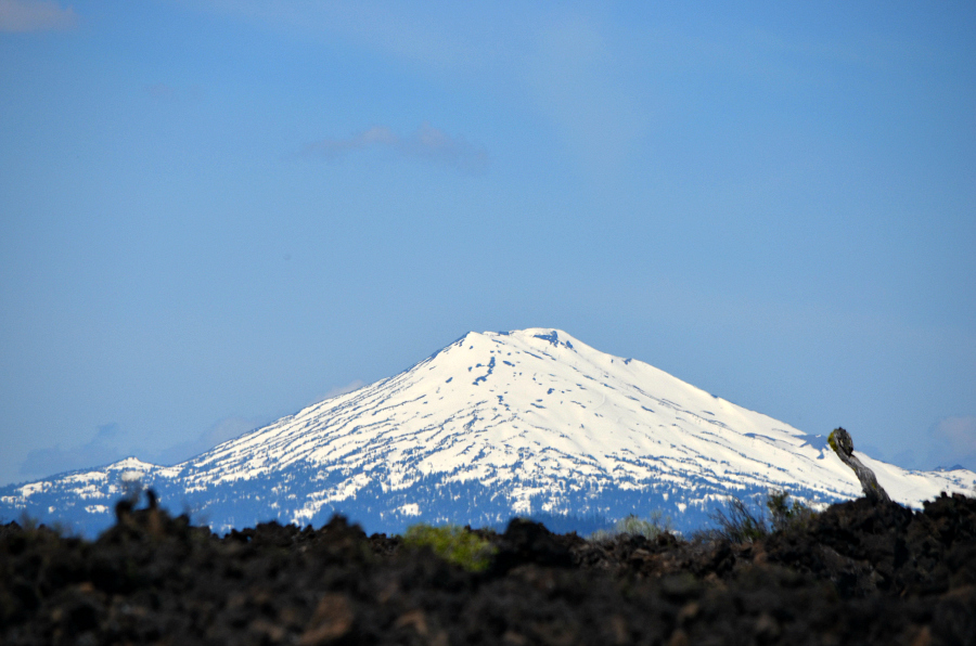 DSC_0251_mt_bachelor_over_lava