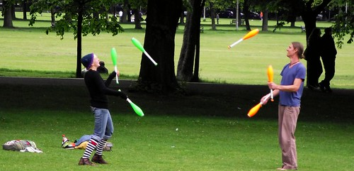 juggling in the Meadows 01