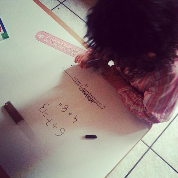 Nana 5 ans sait faire des addition grâce à la khan académie en 10 minutes.  J'adore. #blog #blogueuse #ourlittlefamily #france