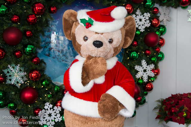 Disneyland Dec 2012 - Meeting Duffy