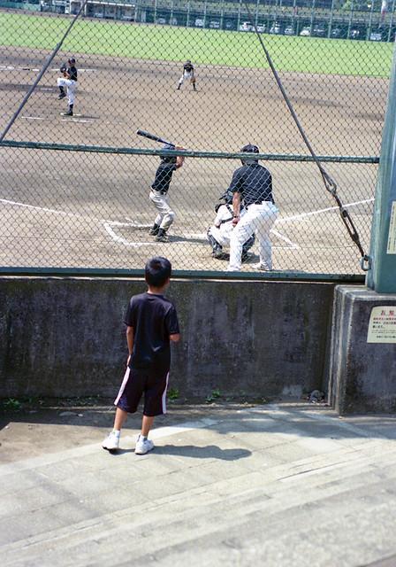 府中郷土の森公園 野球を見る子ども Fuchu-si, Tokyo