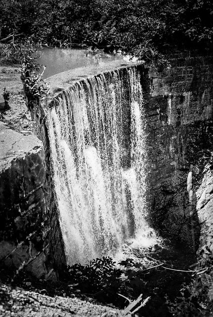 falling water in black, Canon T90