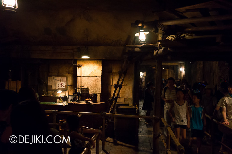 Tokyo DisneySea - Indiana Jones Adventure / Queue Office Level