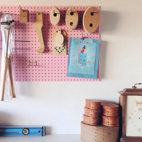 Organized my Woodworking templates and others on pegboard in homeshop.  木工で使うテンプレートやツールなどをペグボードでオーガナイズ。