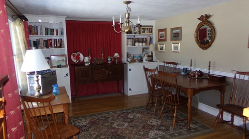 reading/dining room