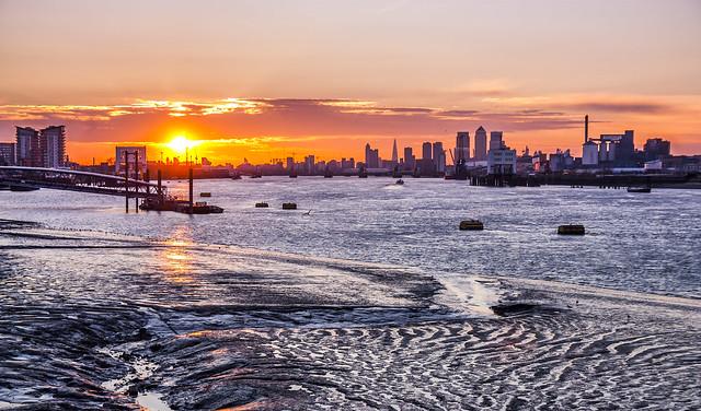 Лондон, закат, река