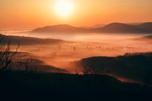 morning light sun mountains fog sunrise landscape arkansas ozarks jeffrose jeffrosephotography