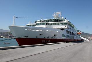 """El """"Fram"""", por primera vez en el Puerto de Bilbao."""