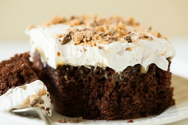 Cake With Chocolate Condensed Milk : Chocolate cake with caramel, sweetened condensed milk ...
