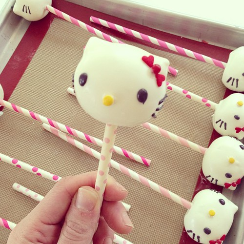 Hello kitty cakelollipop #polkadotscupcakefactory