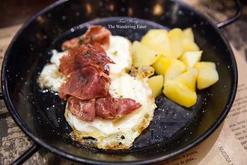 """Traditional"" Breakfast - fried eggs topped with jamon and potatoes"