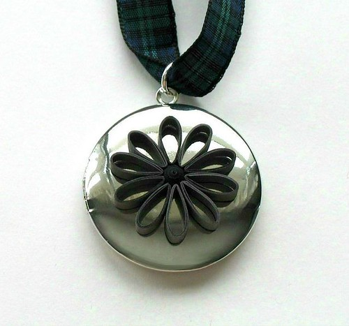 Quilled Flower Locket Tutorial