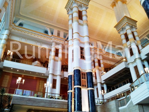 The Empire Hotel And Country Club 02 - Pillars