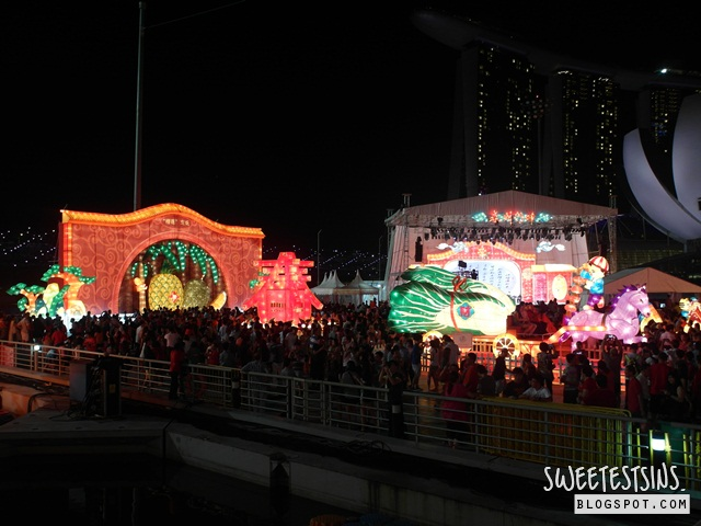 chinese new year day 1 2014 (13) river hongbao