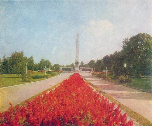 park flowers monument nature design communist communism bulgaria socialist socialism природа парк българия цветя паметник дизайн скулптура комунизъм социализъм нрб социалистически комунистически