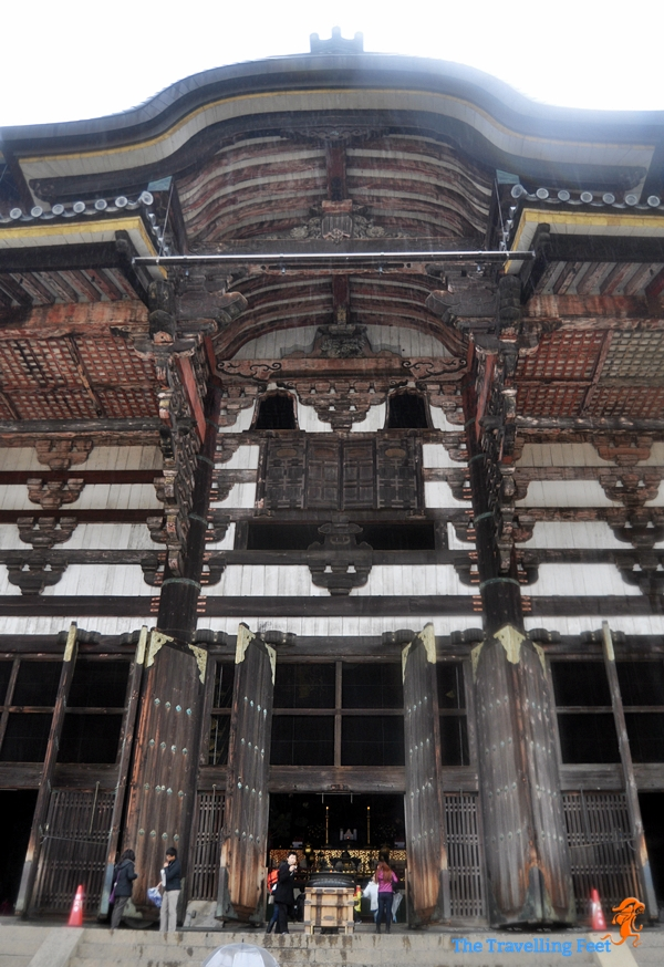 the massive entrance to the Todaiji Temple