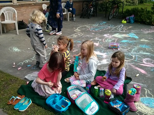 Lunch time with friends (and chalk)