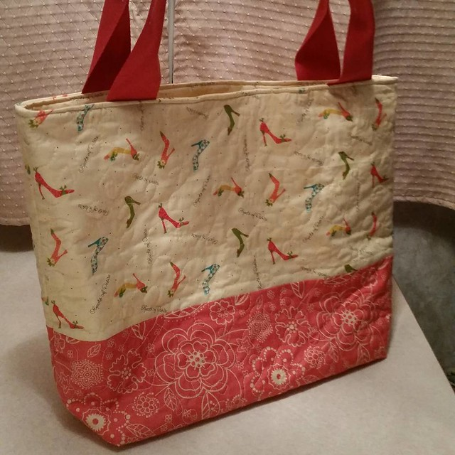 Another bag finished this week. This bag took on a life of its own as leftover fabrics were just being used as a test to figure out what size to make another bag. I love that I don't follow a pattern and just use the fabric I have to make it whatever size