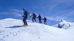 Gotowi do zjazdu z Col Basie 3176m. Marcin Paweł, Piotr i Kamil. Po prawej szczyt Punta Basei 3338m.