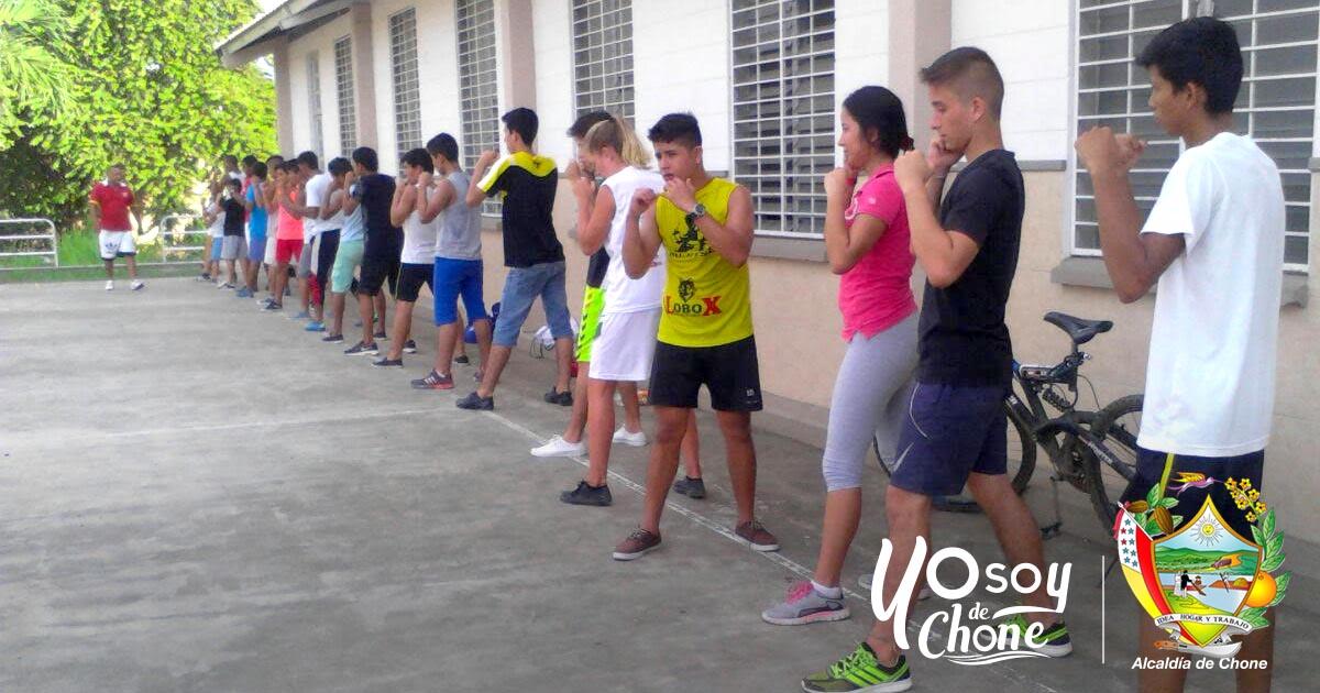 50 deportistas se preparan en el box municipal de Chone