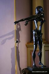Figueras Théâtre musée Dali - hommage à Newton