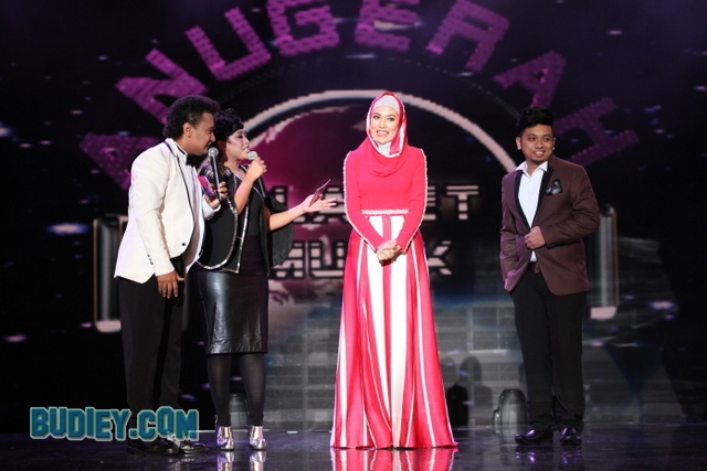 Sila Amzah & designer Raffiey Nasir 2wtmk