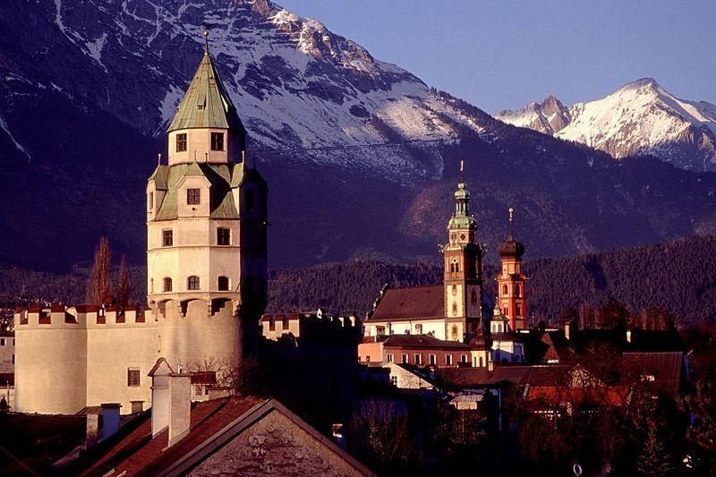 7. Las torres de Hall, en el Tirol. Autor, Herbert Ortner