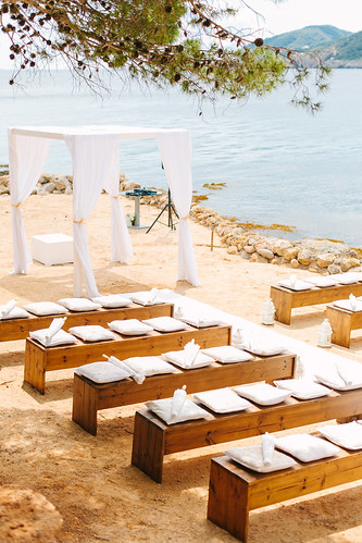 Cardamom Weddings, beach & secret locations