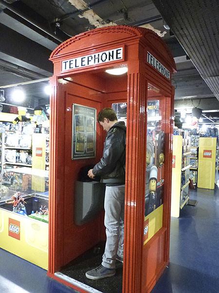 clem et téléphone Légo