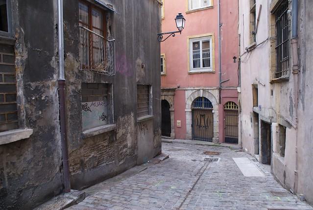 Rue délabrée de Saint-George vieux Lyon