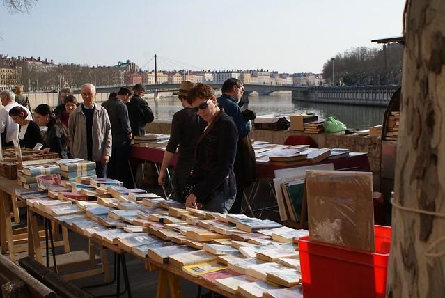 Marchand de livres sur les quais de Saône à Lyon