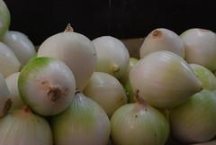 flower(0.0), shallot(0.0), plant(0.0), vegetable(1.0), onion(1.0), produce(1.0), food(1.0),