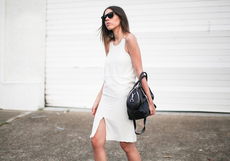 modern legacy fashion blog australia LIUK ivory split midi dress street style Zara blazer Alexander Wang Chastity chain tote bag Ray Ban oversized wayfarers all white summer style (12 of 14)
