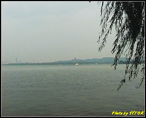 杭州 西湖 (其他景點) - 269 (在西湖十景之 蘇堤 看西湖及吳山天風上的城隍閣)