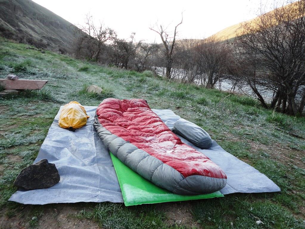 Preparados los sacos de dormir para hacer vivac