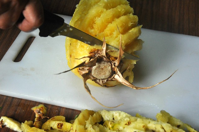 How to cut a pineapple like an Ilocano 6